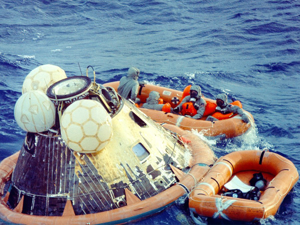apollo 11 splashdown location - photo #2
